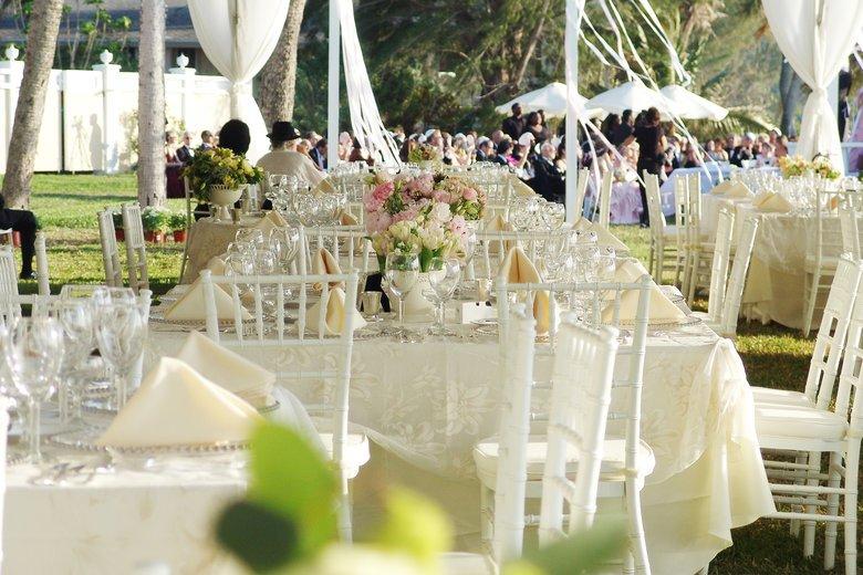 Image courtesy of: Aviva Samuels http://staging.bridalguide.com/blog/daytime-wedding