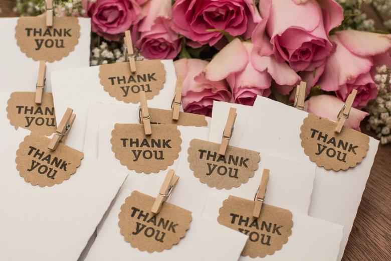 Image courtesy: https://www.brit.co/diy-wedding-favors-for-every-season/