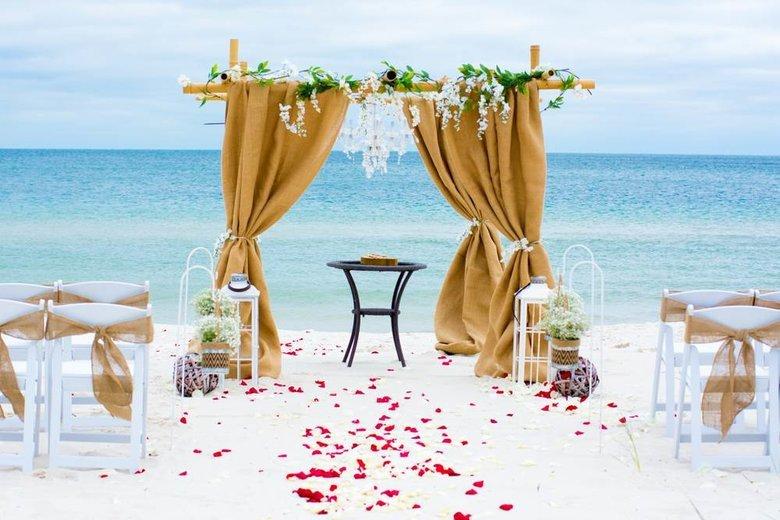 Image courtesy of: https://www.theodysseyonline.com/20-best-beach-wedding-destinations