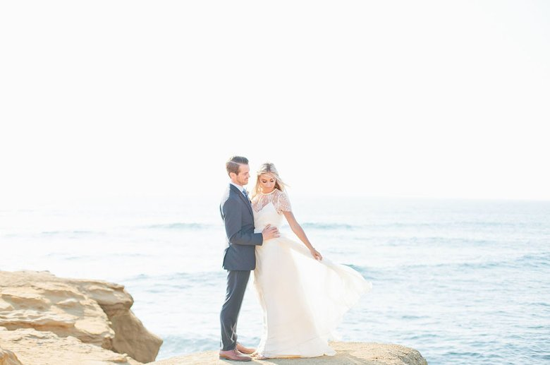 Image courtesy of: http://greenweddingshoes.com/ethereal-love-is-a-breeze-wedding-inspiration/